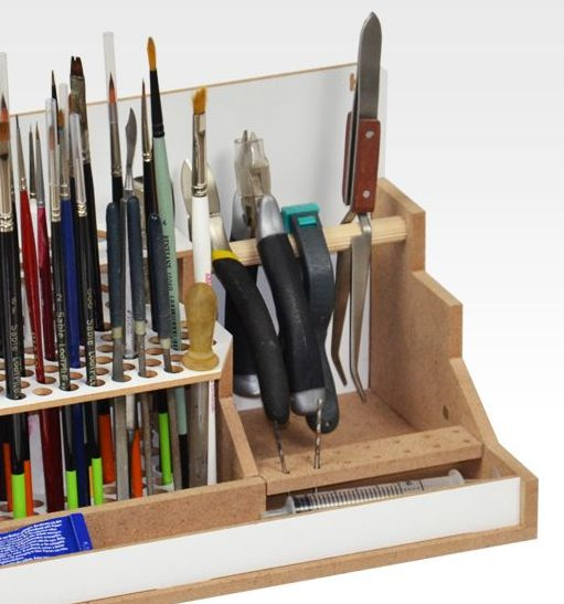 rangement de modélisme - pinceaux et outils